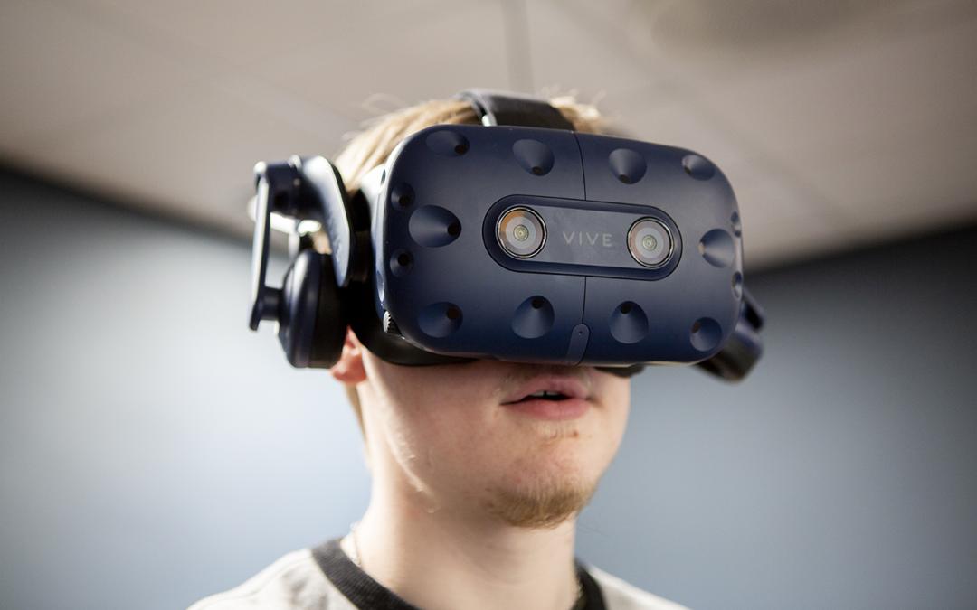 Unge med autisme ser verden i øjnene gennem VR-briller